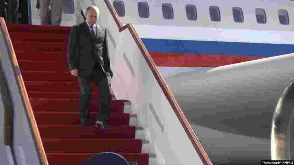 Владимир Путин, раисиҷумҳури Русия вориди Душанбе шуд.
