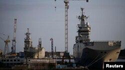 """Франциянең Сэнт-Назэр (Saint-Nazaire) портында Русия өчен эшләнгән """"Севастополь"""" һәм """"Владивосток"""" хәрби көймәләре"""