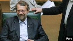 علی لاريجانی با ۱۷۷ رای به عنوان رييس مجلس نهم انتخاب شد.