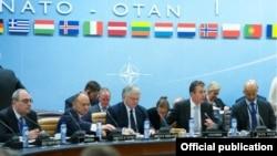 Сейран Оганян и Эдвард Налбандян принимают участие в заседании Североатлантического альянса (архив)