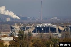 Здание донецкого аэропорта, за который уже несколько месяцев идут бои