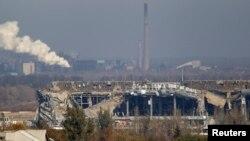 Загальний план зруйнованого вогнем бойовиків Донецького аеропорту, 12 жовтня 2014 року