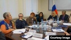 Элла Полякова и другие правозащитники на встрече с Эллой Памфиловой