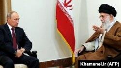Президент России Владимир Путин на встрече с верховным лидером Ирана аятоллой Али Хаменеи. Тегеран, 1 ноября 2017 года.