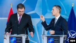 Generalni sekretar NATO-a Jens Stoltenberg na press konferenciji sa premijerom Srbije Aleksandrom Vučićem u Briselu 23. novembra 2016.