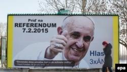 На білбордзе Папа заклікае выбарнікаў узяць удзел у рэфэрэндуме