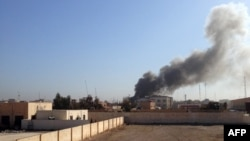 Smoke billows after a government building during fighting between Iraqi forces and IS militants in Ramadi on March 11.