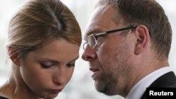 Юлия Тимошенко и ее адвокат Сергей Власенко
