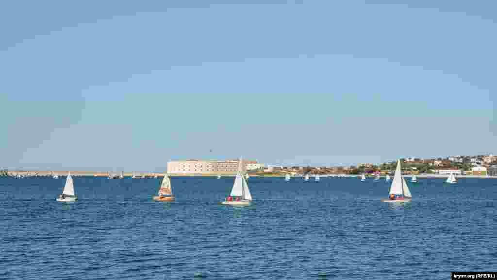 Вітрильники у Севастопольській бухті