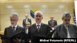 Mirsad Kebo (L), Živko Budimir (C) and Svetozar Pudaric (D) polažu zakletvi 17. marta 2011. godine