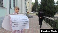 Пикет перед зданием прокуратуры с требованием провести проверку по фактам пыток в колониях Омска, 2014 год