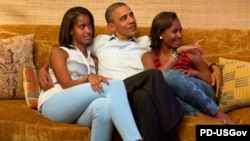 Обама кызлары Малия һәм Саша белән