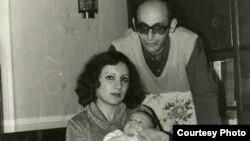 ლეილა და არიფ იუნუსები შვილთან, დინარასთან ერთად