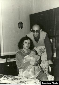 Лейла и Ариф Юнус с дочерью.