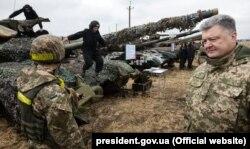 Петр Порошенко в Луганской области