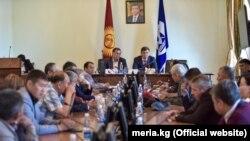 Встреча мэра Бишкека Азиза Суракматова и руководители фирм-перевозчиков. 19 сентября 2018 года.