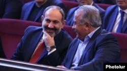 Armenia -- Prime Minister Nikol Pashinian (L) and Sasun Mikaelian attend a congress of the Yerkrapah Union in Yerevan, April 7, 2019.