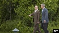 جرج بوش از ولادیمیر پوتین در استراحتگاه تابستانی خود استقبال کرد