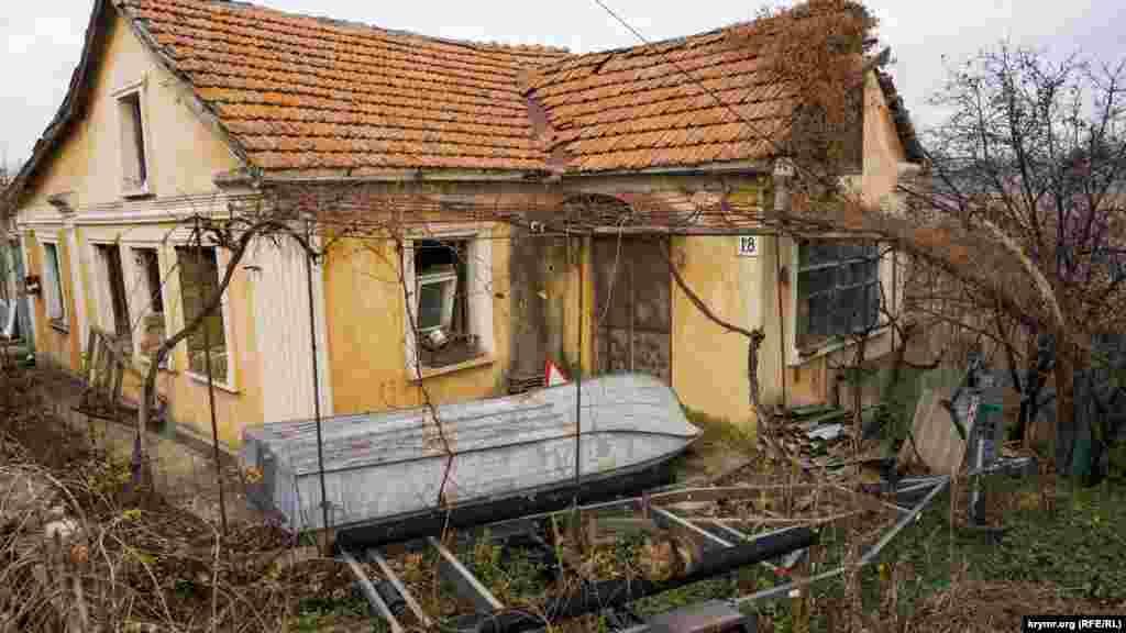 Нежитловий будинок на вулиці Набережній у Лозовому