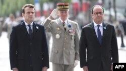 Олланд Макрон билан Ғалаба куни муносабати билан Парижда ўтказилган маросимда учрашди.