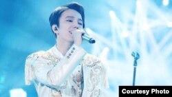 Казахстанский певец Димаш Кудайберген участвует в конкурсе в Китае.