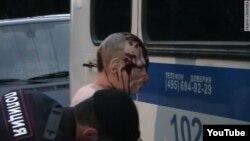 Поліція затримує чоловіка в масці Путіна, маска - в шоколаді