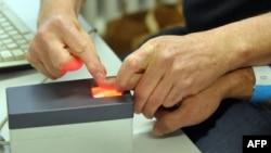 Сканирование отпечатков пальцев. Иллюстративное фото.