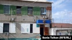 Контрольно-пропускной пункт тюрьмы, где содержатся некоторые осужденные после Жанаозенских событий. Уральск, 30 мая 2013 года.