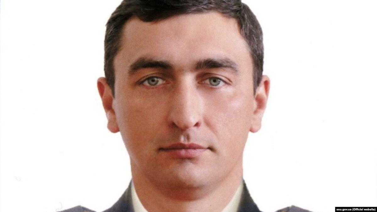 Журнал Cosmopolitan уволил заместителя главного редактора за сообщение о похороны Героя Украины