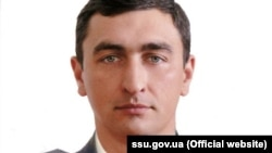 Загиблий на Донбасі у війні з Росією полковник СБУ Денис Волочаєв, який був бійцем спецпідрозділу Центру спеціальних операцій Служби безпеки України. Загинув 1 грудня 2019 року