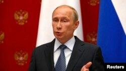 Președintele Rusiei la conferința de presă cu omologul său elvețian Didier Burkhalter la Kremlin, la 7 mai