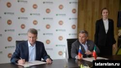 Сбербанк башлыгы Герман Греф (с) һәм Рөстәм Миңнеханов