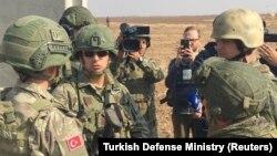 Російські та турецькі військові на сирійсько-турецькому кордоні, 1 листопада 2019 року