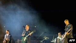 عکس از کنسرت یو تو در لندن. ۱۴ اوت ۲۰۰۹