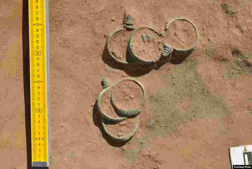 Нарындан табылган үч миң жыл мурдагы билериктер.