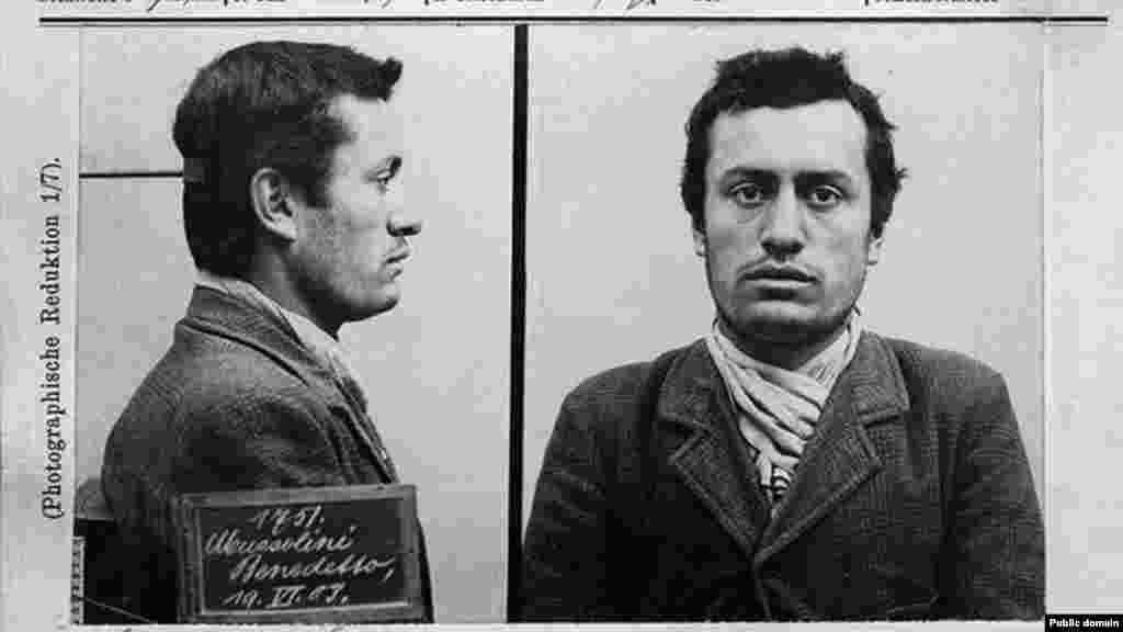 Ще одне поліцейське досьє, але вже зі знімками Беніто Муссоліні. У 1903 році майбутній голова Італії відправився до Швейцарії, щоб не проходити військову службу на батьківщині. У Швейцарії він не зміг знайти постійну роботу і був заарештований за підтримку страйку робітників