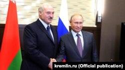 Аляксандар Лукашэнка і Ўладзімір Пуцін у Сочы.