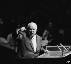 Микита Хрущов на трибуні Генасамблеї ООН, Нью-Йорк, 1960 рік