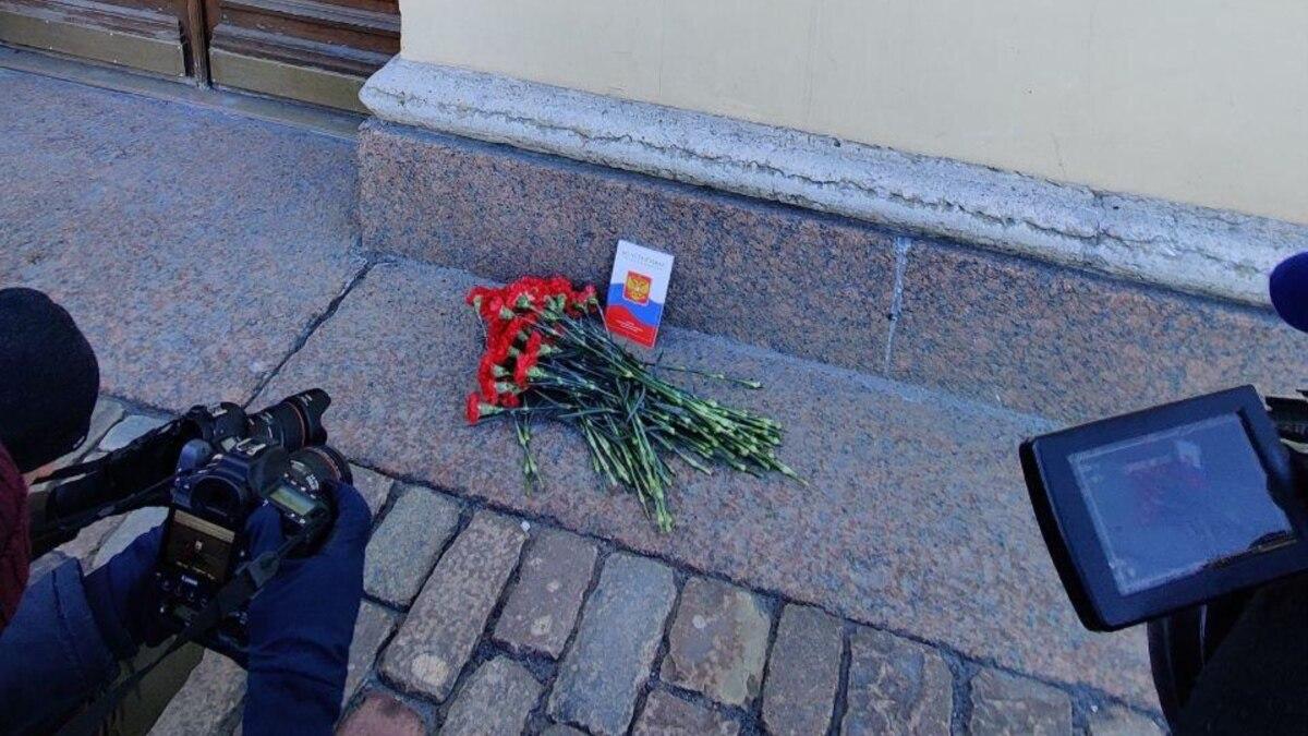 В России силовики задержали участников акции против изменений в конституции