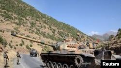 Ширнак провинциясында жүрген түркиялық әскерилер. Түркия, қыркүйек 2015 жыл.
