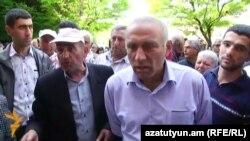 Акция протеста виноградарей перед зданием правительства Армении в Ереване, 21 апреля 2016 г.