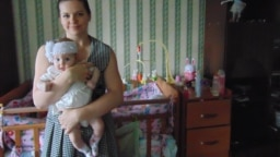 """Бывшая сотрудница ООО """"Интернет-исследования"""" Ольга Мальцева и ее ребенок"""