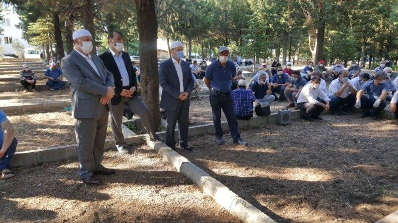 Türkmenistanda adamlaryň koronawirusdan ölmegi dowam edýär, hökümet saglyk işgärlerine ýeňillikleri bermek kararyny yglan edýär