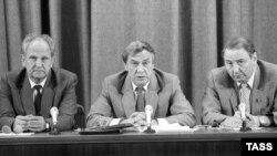 Організатори невдалого путчу на прес-конференції у Москві. У центрі – самопроголошений виконувач обов'язків президента СРСР Геннадій Янаєв. 19 серпня 1991 року