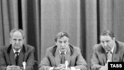 GKChP a'zolari Boris Pugo, Gennadiy Yanayev va Oleg Baklanov.