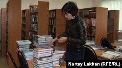 В библиотеке села Байтерек Алматинской области. 24 октября 2018 года.