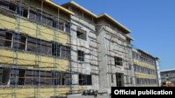 Строительство кыргызско-турецкой больницы в Бишкеке.