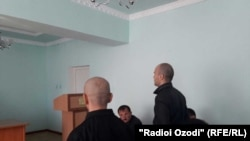 Умар Мирзоев бо ҳамроҳонаш дар мурофиаи додгоҳӣ