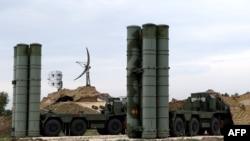 Зенитно-ракетные комплексы С-400 на авиабазе Хмеймим в Сирии.