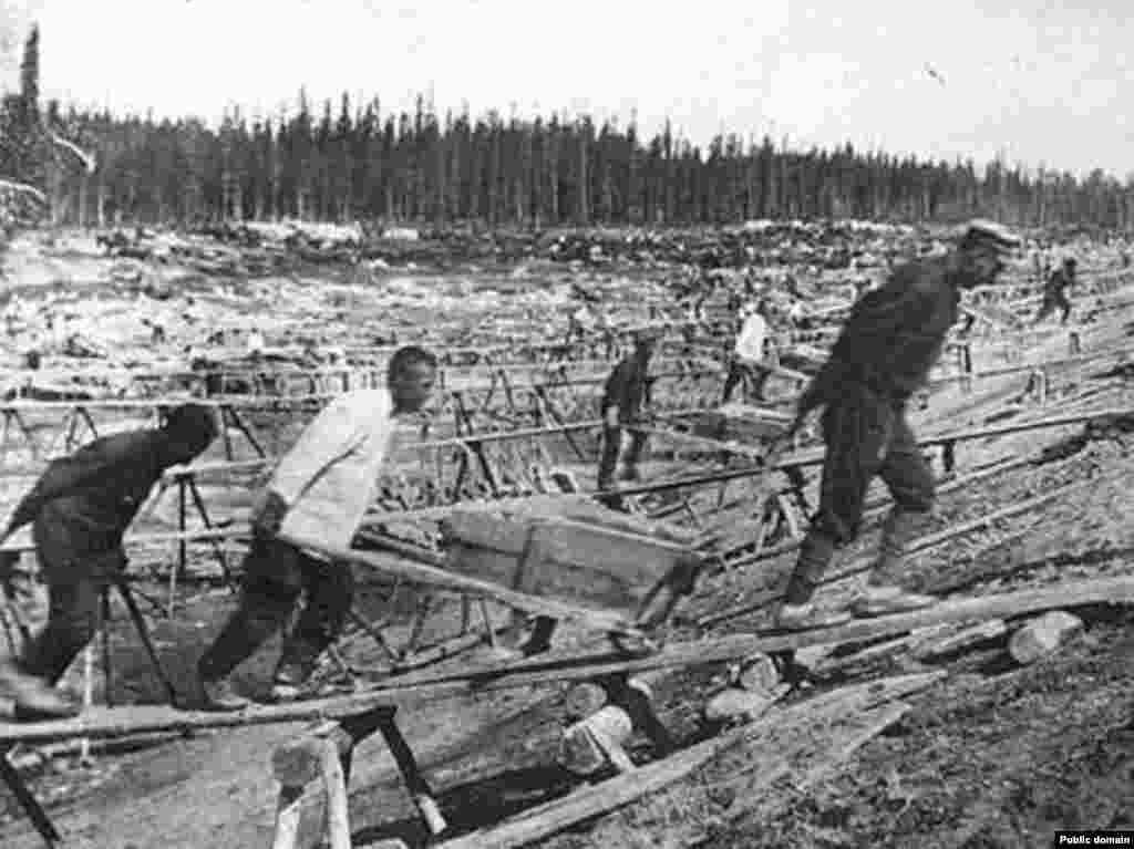 Ув'язнені працюють у ГУЛАГу, 1930 рік.